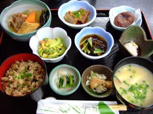 Menu type d'une journée de régime Okinawa traditionnel